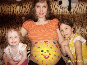 Старшие сестренки нарисовали братишку-солнычишку!!