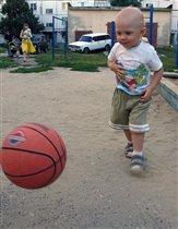 Я ещё не футболист, но упорно тренируюсь!