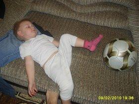 Тима с мячиком скакали, а теперь они устали..