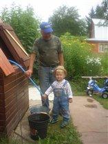 помогаю дедушке