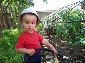 Мальчик-поливальщик