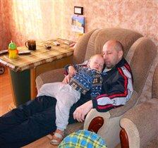 Я всегда помогаю папе спать -  это самое главное!