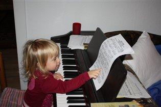 С понедельника занимаюсь на пианино!