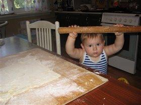 Я помогаю печенье делать!