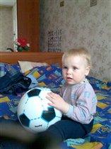 Андрюша с новым мячиком.