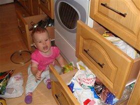 Мамина помощница на кухне