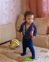 Будущий футболист, как папа!
