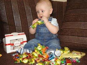 Рано сладости мне кушать, а так хочется конфетку..