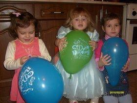 Катюша в ДР с подружками и шариками...
