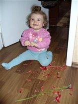 Папулик доче подарил цветочек...Все, что осталось!