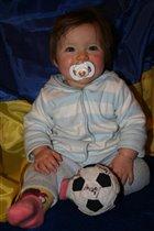 Я мини футболистка!