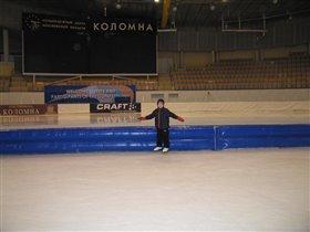 Илюша в конькобежном центре