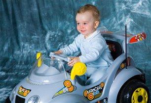 Юный гонщик!