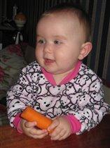 Зайка с морковкой :)