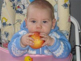 Кто яблоко в день съедает, у того доктор не бывает