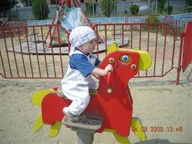 мой малыш будущий жокей