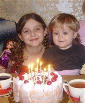 Братик поздравляет сестричку с Дднём Варенья!!!