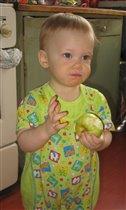 Только яблоко я съел - мой костюм позеленел.