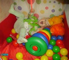Веселюсь я и играю, отдыхать я не желаю:-)))
