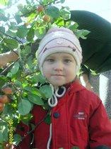 Якупова айсина среди яблонь