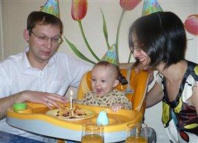 Первый день рождения - Первый тортик со свечкой!