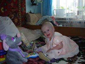 Сашенька Шувалова (1 годик) с подарочками