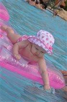 Маленькая плавчиха!