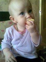 Какое вкусное яблочко)))