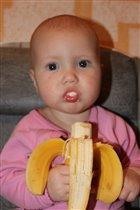 Какой вкусный бананчик,ням-ням)))