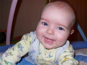 Беззубая улыбка!