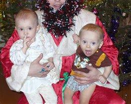 Коллективное фото с Дедом Морозом