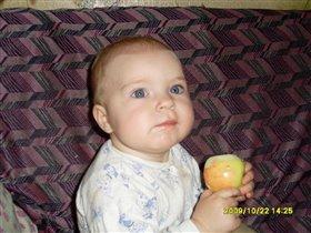 Любим кушать яблочки