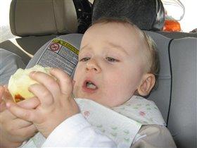 Какое вкусненькое яблочко?!!