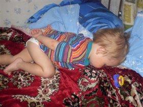 Сплю,уткнувшись носиком в подушку!!!...