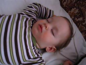 Заснул на маминой кровати