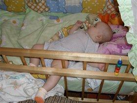 Яна спит, она устала...