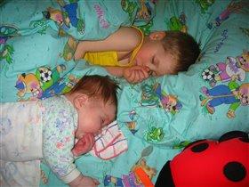 Мальчики-зайчики спят