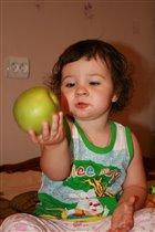 Яблоко-яблоко, я тебя съем!