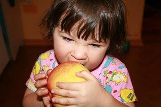 Очень яблоки люблю...