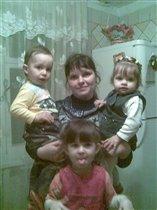 Катя,Ваня,Лиза и я-Самая счастливая в мире семья!