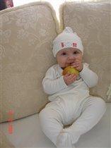 моё первое яблочко)))