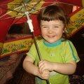 улыбка под зонтом
