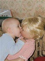 Первый поцелуй.