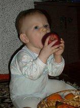 А я яблочки люблю!