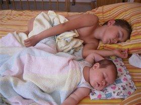 Спят усталые детишки...