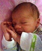 сладко спит моя Дашунька