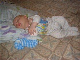 спят детишки и зайчишки - крепко спят!