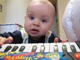 будущий музыкант!