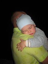 У папы на ручках сон такой сладкий))))