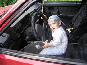 Никитка угоняет машину!